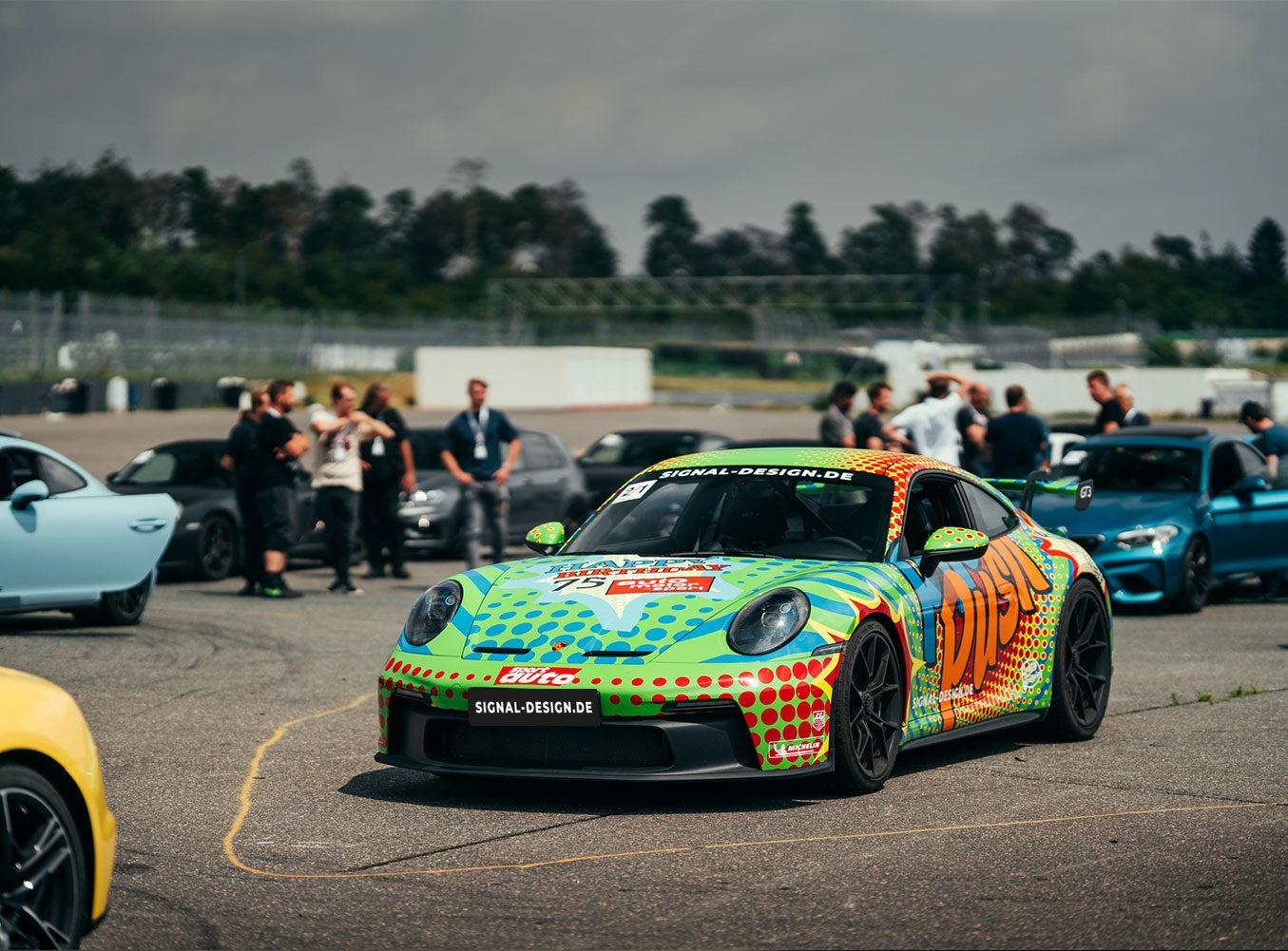 Porsche 992 GT3 Design auf der Rennstrecke